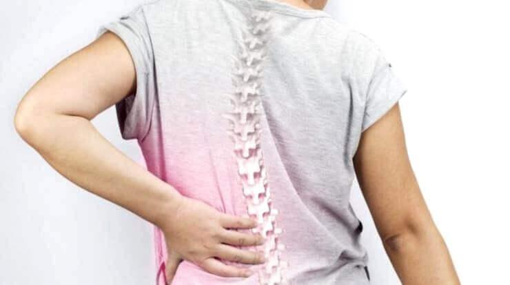 skolioosi voi aiheuttaa selkäkipua