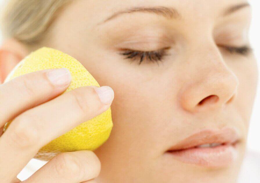 käytä sitruunaa kauneudenhoidossa ihollesi