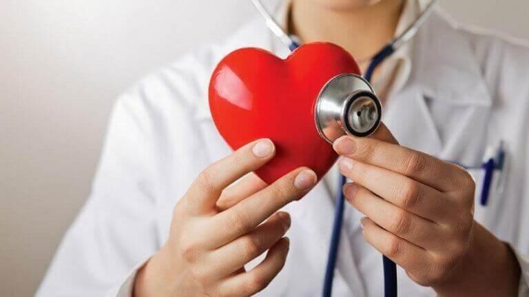 Vihreällä omenalla on positiivisia vaikutuksia sydämen terveyteen.