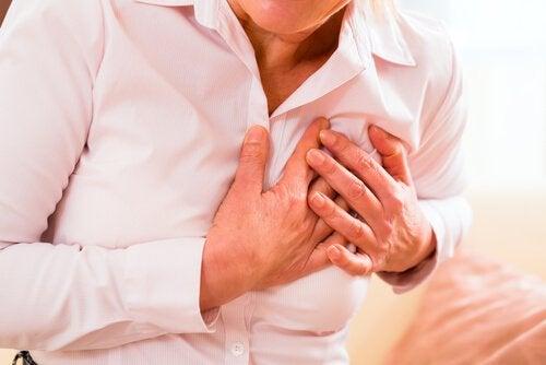 sydänkohtaus naisella