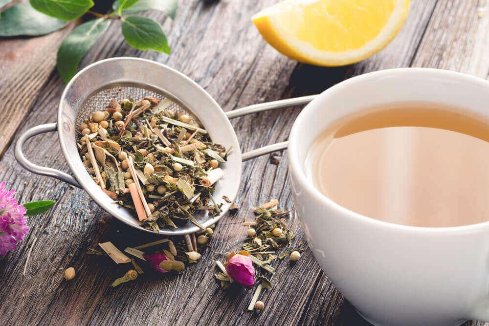 teetä sitruunan kanssa