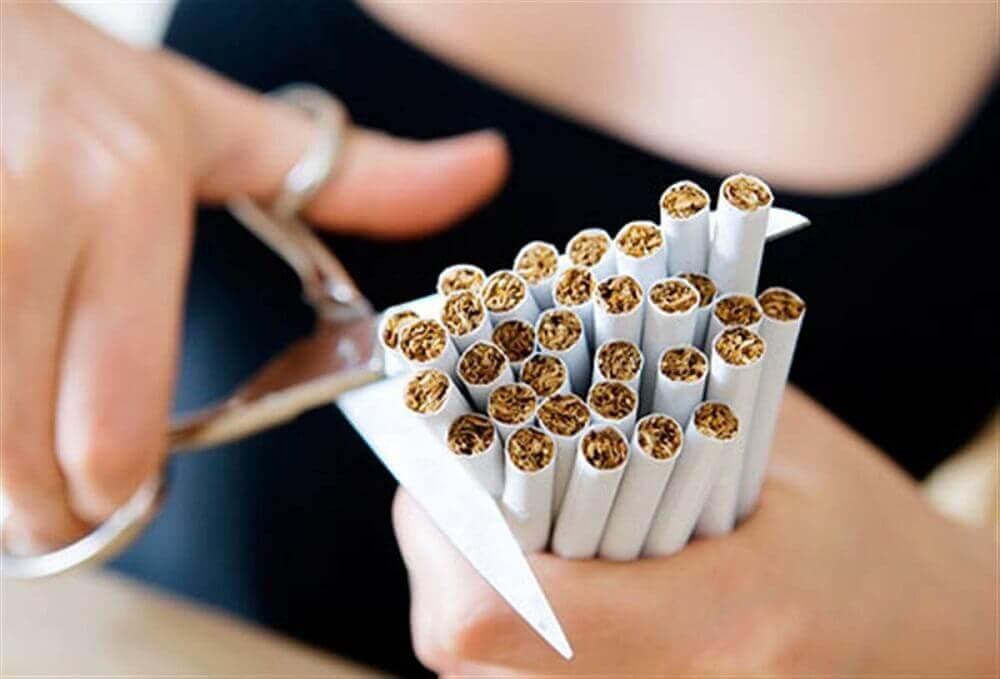 katkaisee savukkeet
