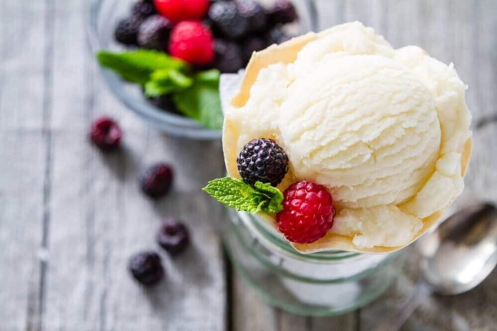 vähäkaloriset jälkiruoat: jäätelö
