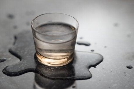 vesilasi on läikkynyt