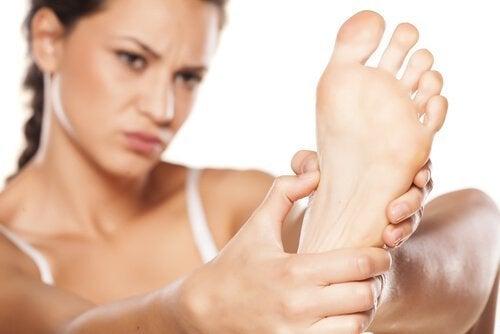 diabeetikon jalkaongelmat: tutki jalat joka päivä