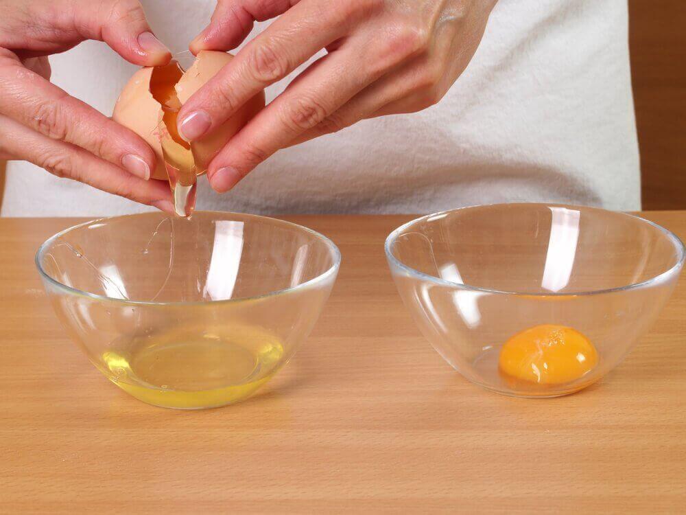 kotihoitoja hiustenlähtöön: kananmunat