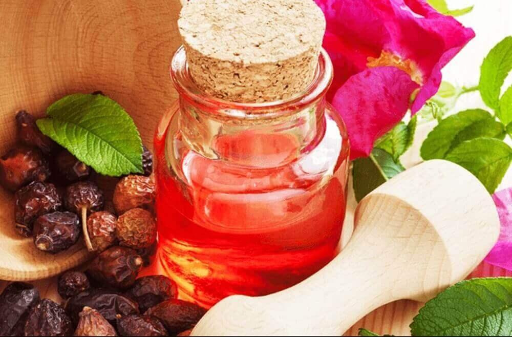 hoida kuivia kantapäitä ruusuöljyllä