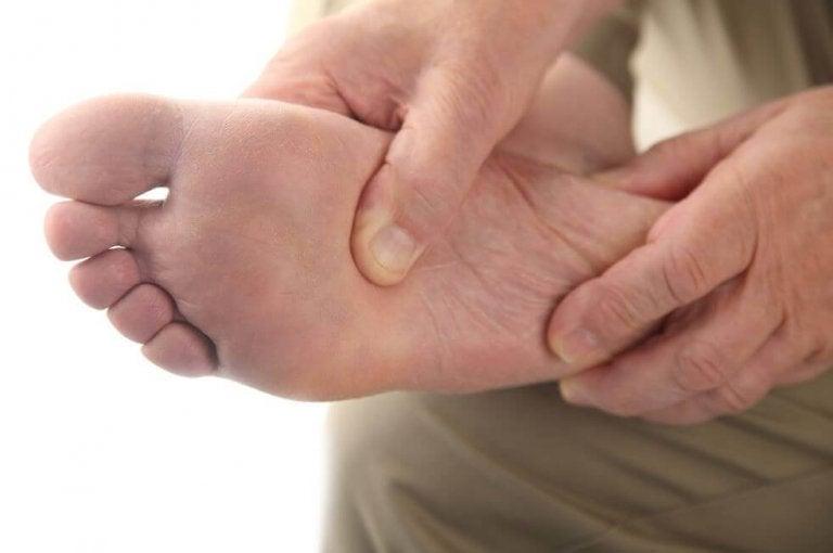 Diabeetikon jalkaongelmien kotihoito