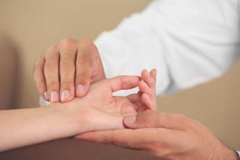 6 harjoitusta ehkäisemään ikäviä tulehduksia käsissä