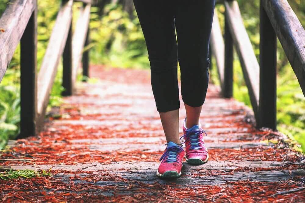 hoida kuivia kantapäitä kävelemällä oikein