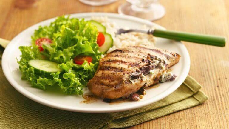 Käyttämällä oikeanlaista reseptiä, saat kananrinnasta herkullista ja maistuvaa.