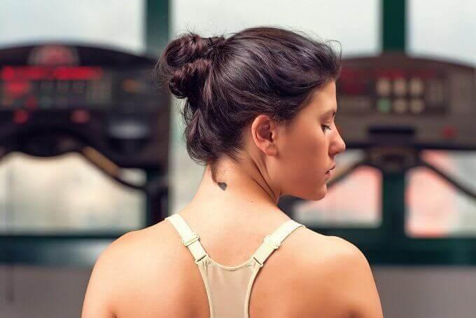 6 vinkkiä miten pitää kaula nuorekkaana
