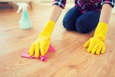 tehokasta siivoustapaa: lattiat
