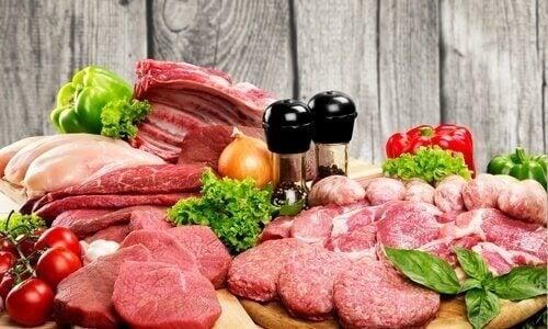 lihaa tarjottimella