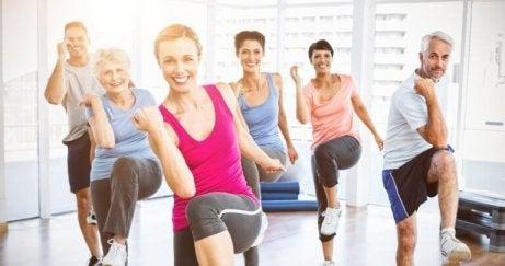 nuorekkaampi ulkonäkö harrastamalla liikuntaa