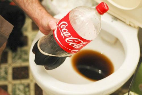 poista mineraalikertymät vessanpytystä cokiksella
