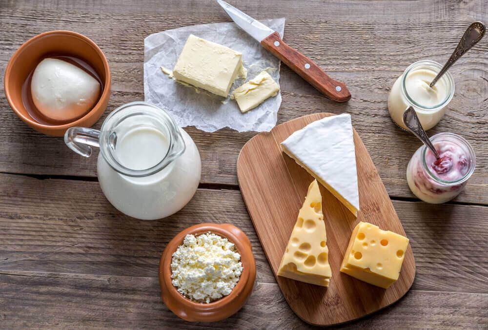 erilaisia maitotuotteita