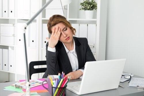 Istuma-asentoon painottuva elämäntyyli saattaa saada olosi väsyneeksi.