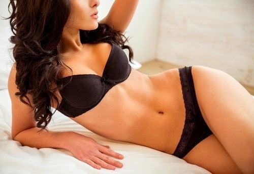 naisen vartaloa muokkaavaa liikuntaa