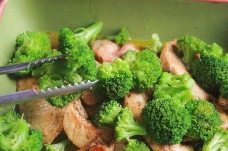 voit valmistaa parsakaalia kanan kera