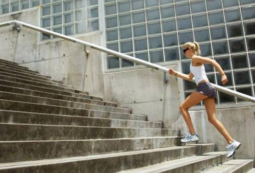 aerobiset harjoitukset: portaiden nousu