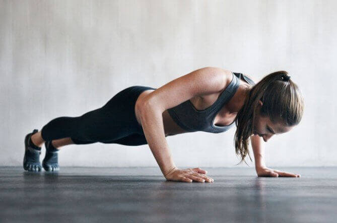 kokeile vartaloa muokkaavaa punnerrusta