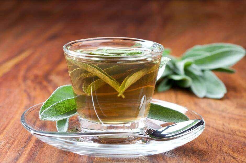 Salviatee auttaa lievittämään kurkun turvotusta ja tulehdusta.
