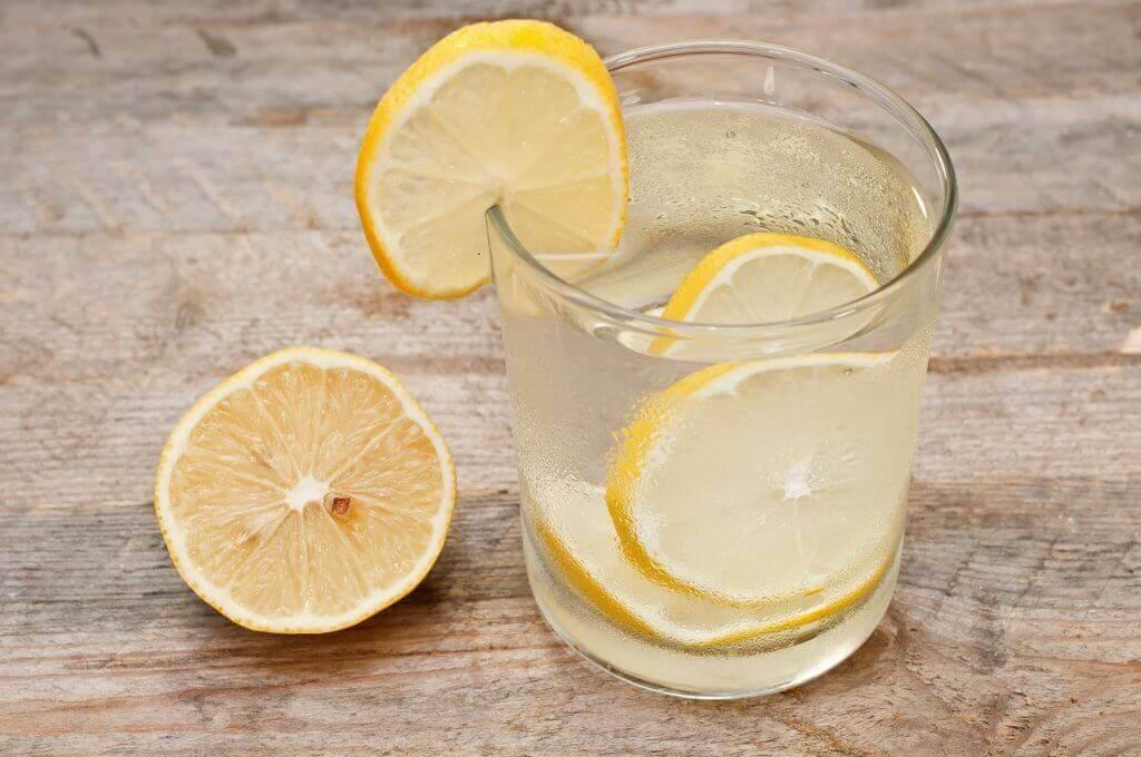 imusuonijärjestelmän puhdistus sitruunaveden avulla