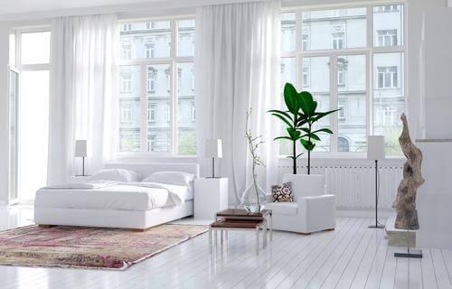 valoisa makuuhuone