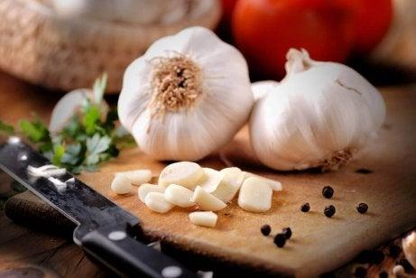 Valkosipuli auttaa ehkäisemään sydän- ja verisuonitauteja.
