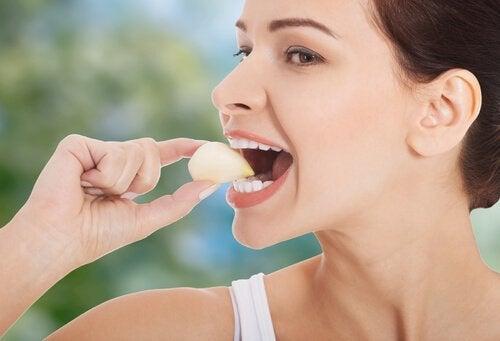 Jos kärsit allergiasta, älä syö valkosipulia.
