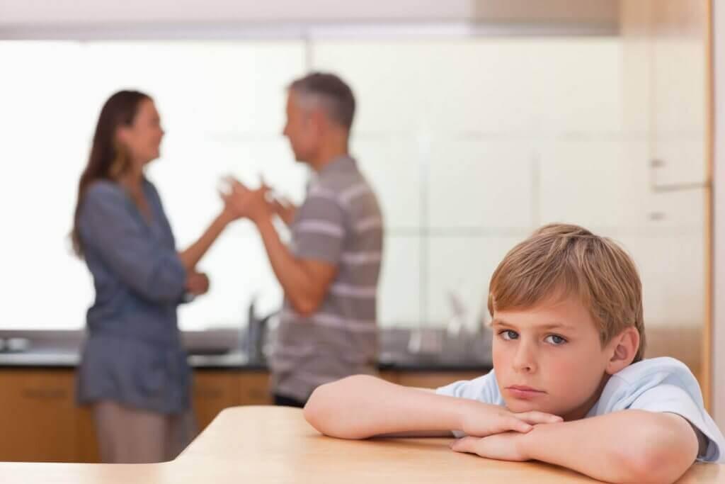 lapsen uhma johtuu usein vanhemmista