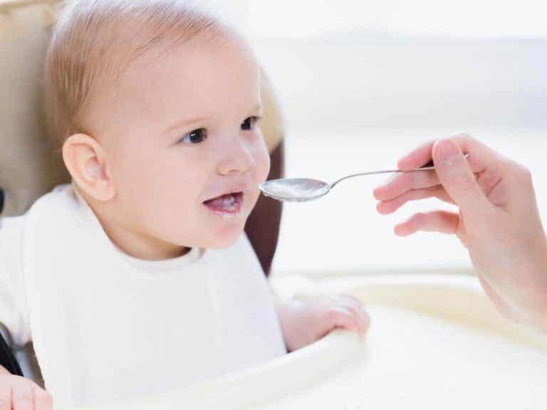 Mitä ruokia ei pitäisi syöttää alle vuoden ikäiselle vauvalle