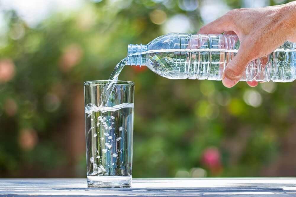 eroon peräpukamista juomalla tarpeeksi vettä