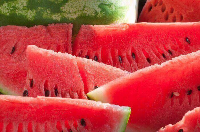 hedelmät avuksi painon pudottamisessa: vesimeloni