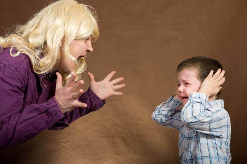 Vältä huutamista lapselle.