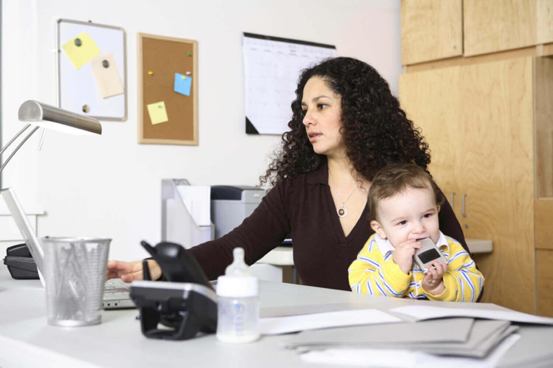 Äiti voi yhdistää niin perhe- kuin työelämänkin, mutta myös omaa aikaa pitää muistaa ottaa.