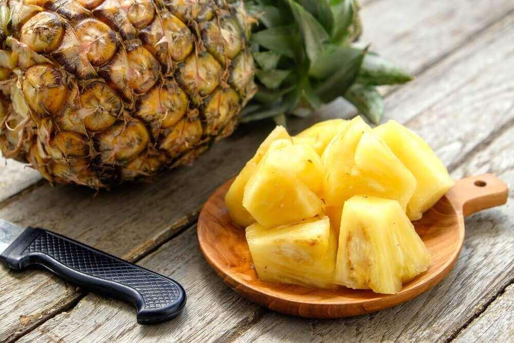 Voit valmistaa myös ananasmehua, johon tulee mm. seesaminsiemeniä.