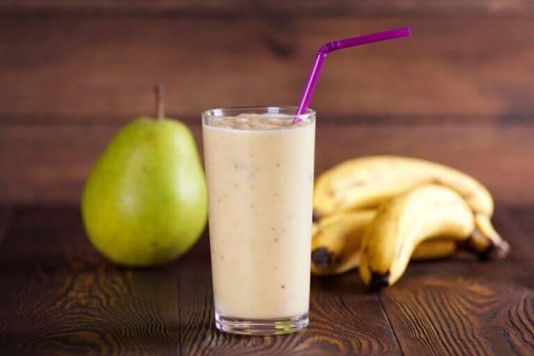 smoothiereseptejä kauramaidosta, päärynästä ja banaanista