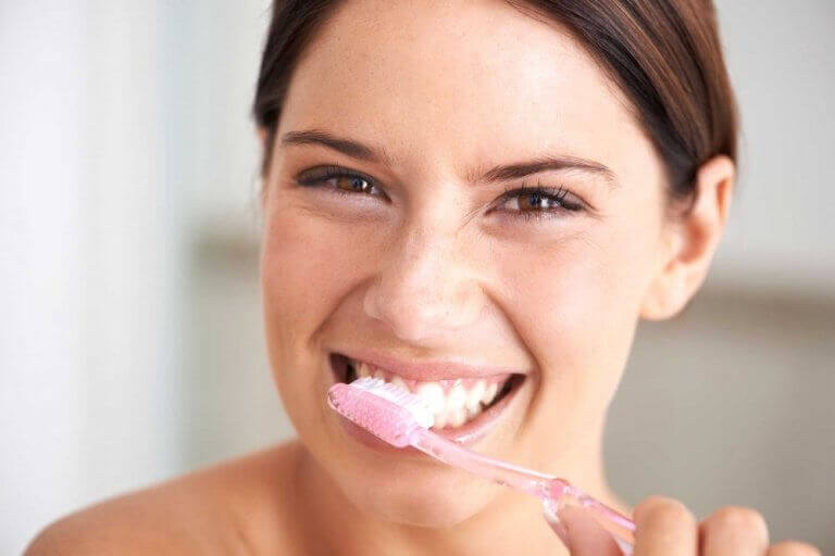 ehkäise hampaiden reikiintyminen harjaamalla