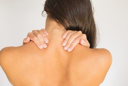 4 harjoitusta lievittämään niskakipua - pään pyörittäminen.