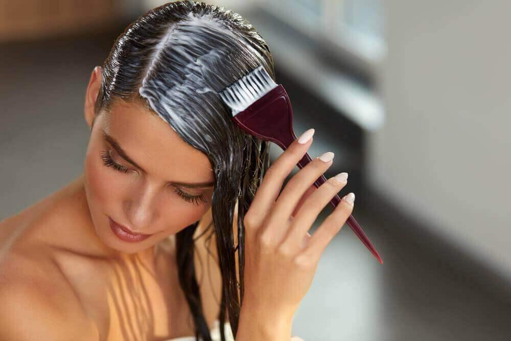 Korjaa vaurioituneet hiukset hetkessä kotona