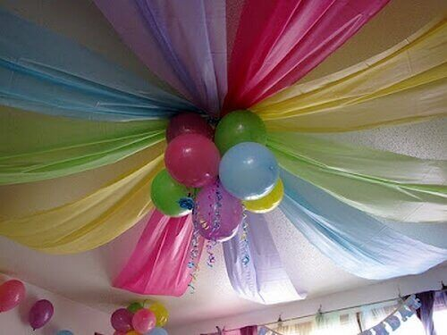 ilmapallot katossa