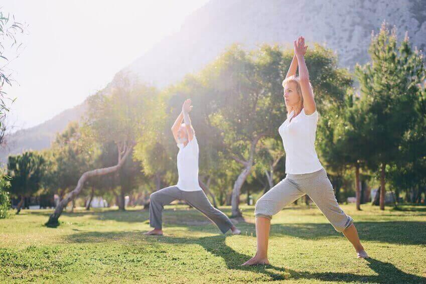 jooga on senioreille sopivaa liikuntaa