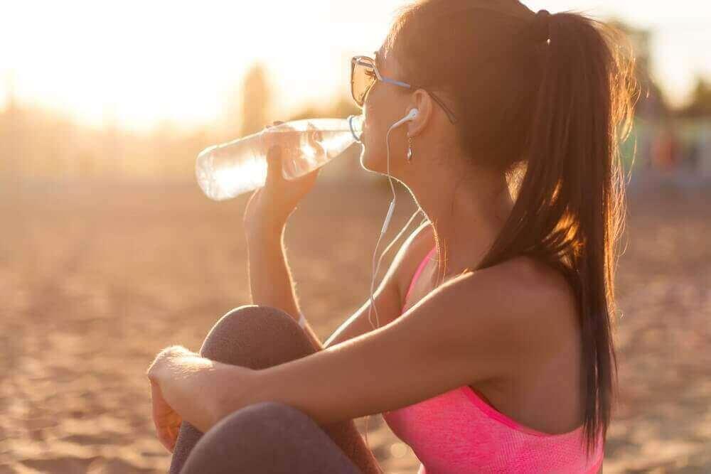 kuinka kosteuttaa ihoa - juo vettä