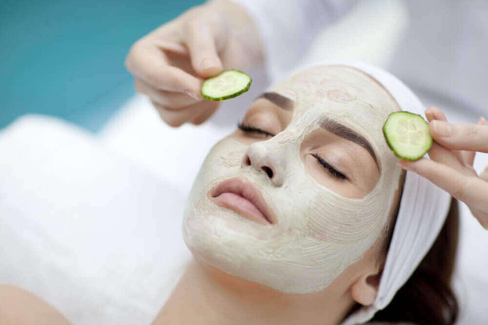naamio kosteuttaa ihoa