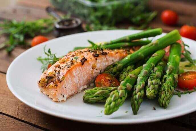 voit säädellä kolesterolia syömällä lohta