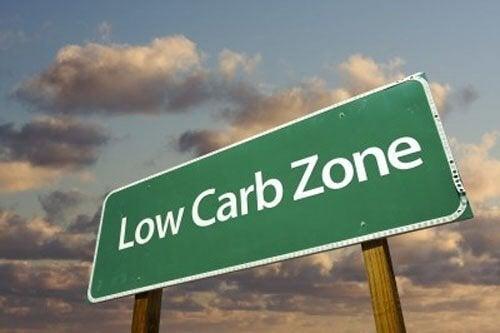 Hiilihydraattien vähentäminen rasvan sijaan vaatekoon pienentämiseksi