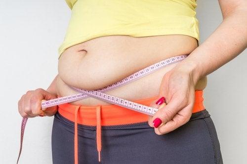 hiilihydraattien vähentäminen auttaa laihtumaan