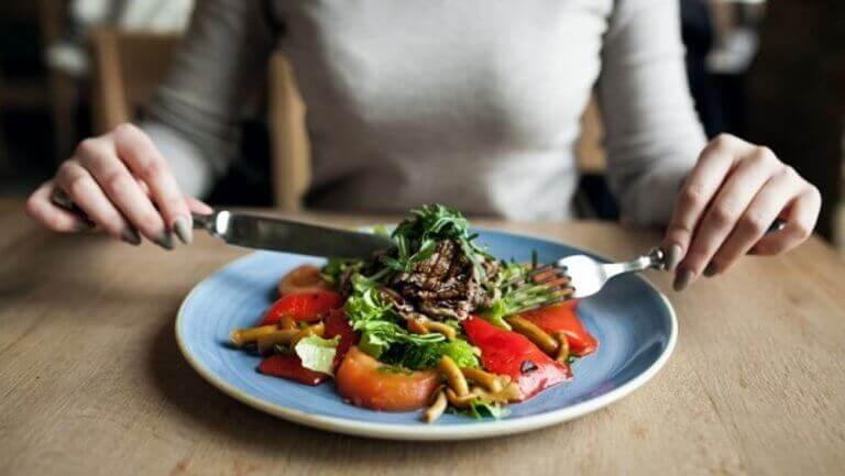 saat litteän vatsan kun syöt terveellistä ruokaa